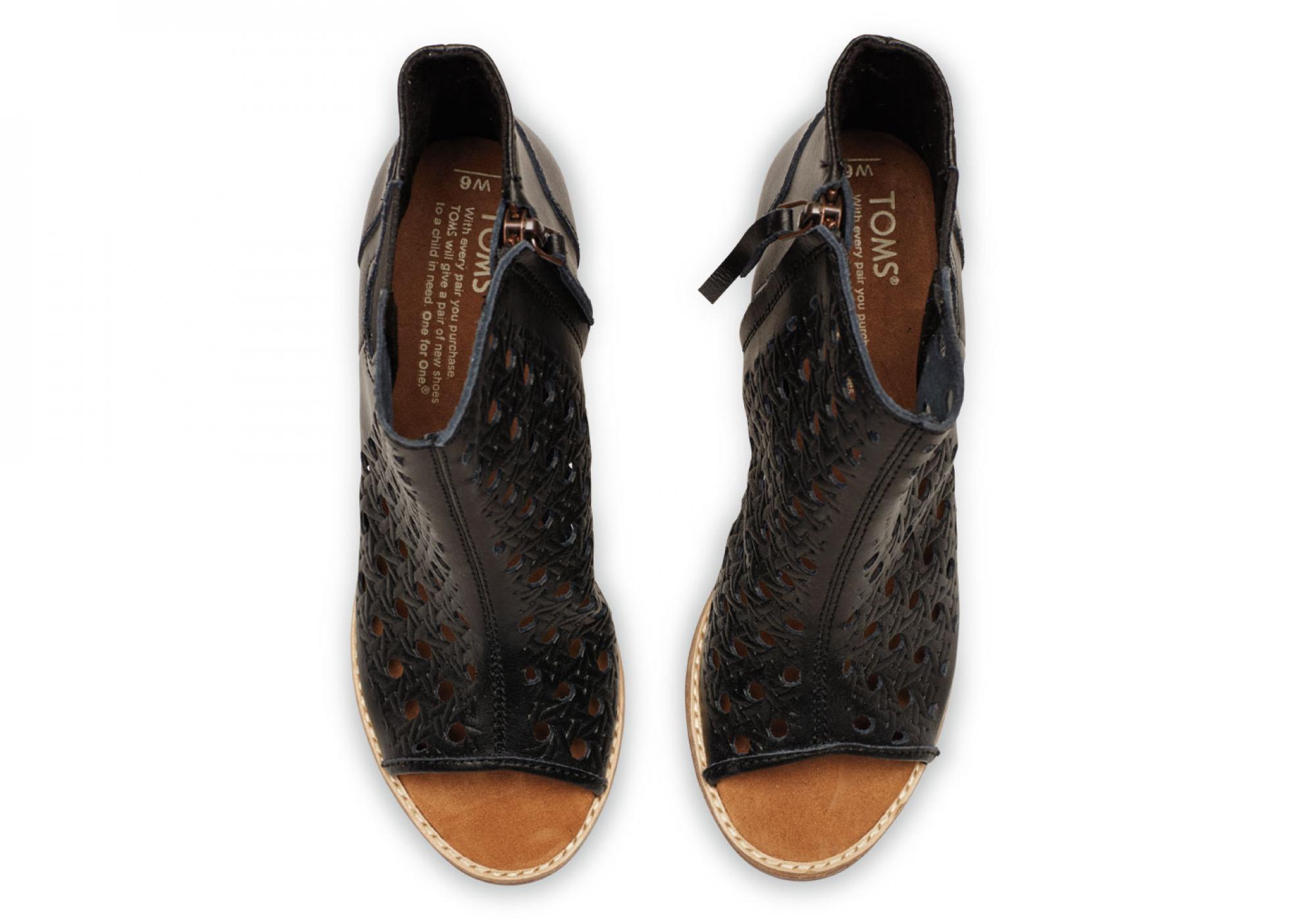 1d72095a137 Černé dámské kožené boty na podpatku TOMS