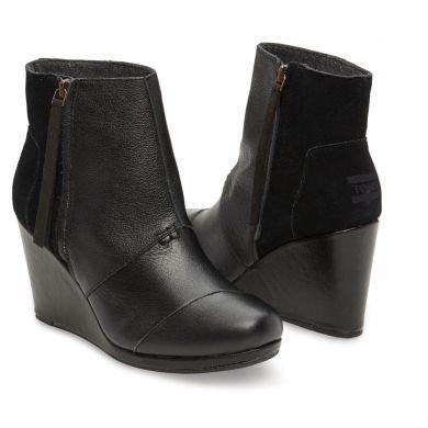 Černé dámské kožené boty na klínku TOMS