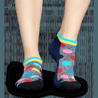 Nízké šedé ponožky Happy Socks s barevnými puntíky, vzor Big Dot // kolekce Athletic